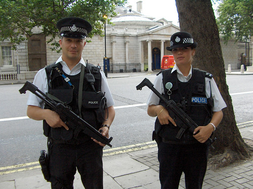 LONDON - 2005 - ARMED POLICE | by abux_77