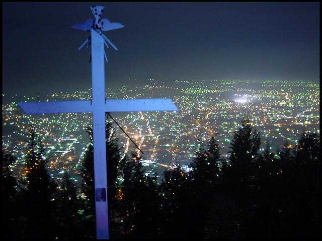 Vista nocturna de Xela desde El Cerro de El Baul