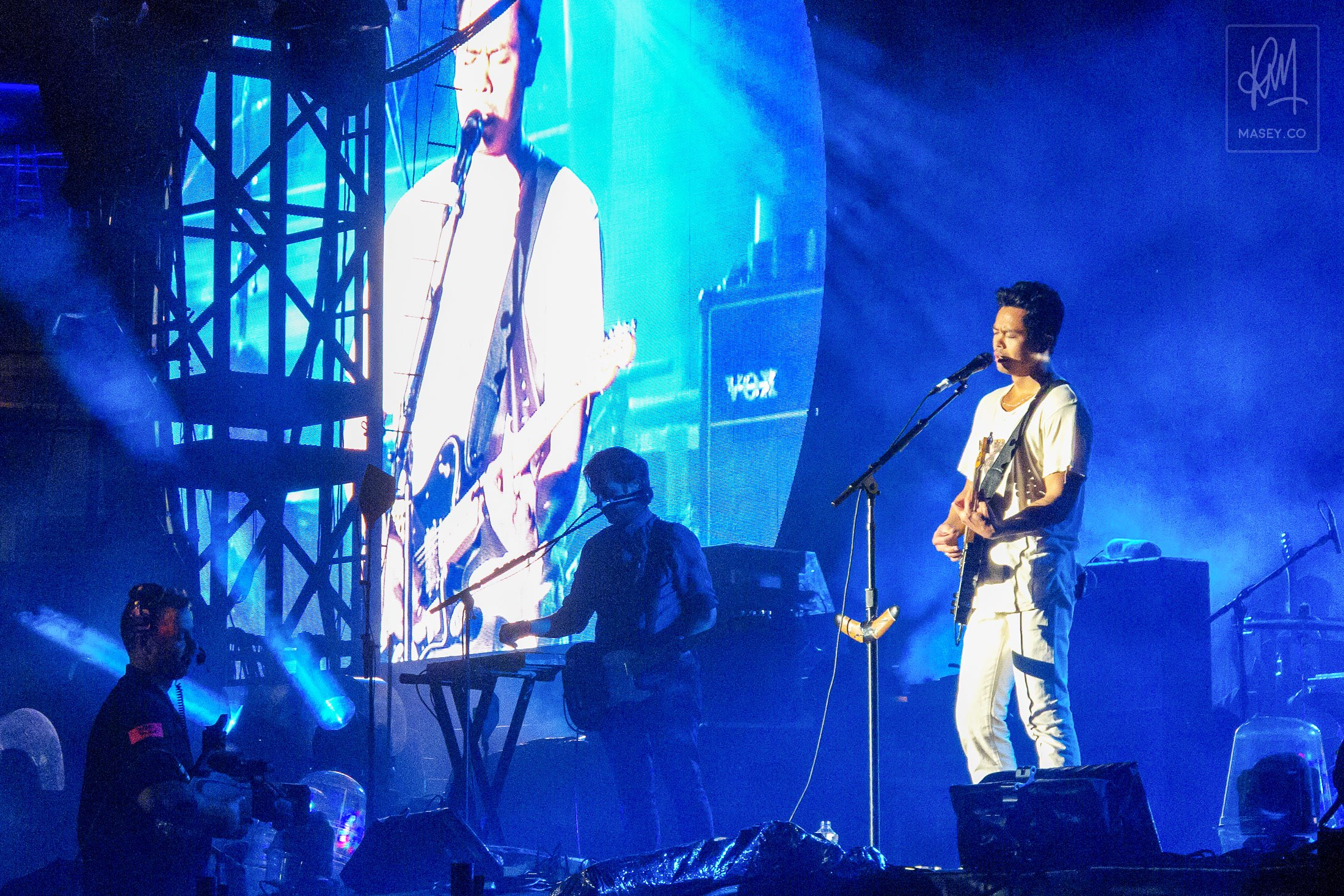 The Temper Trap support Coldplay at Suncorp Stadium
