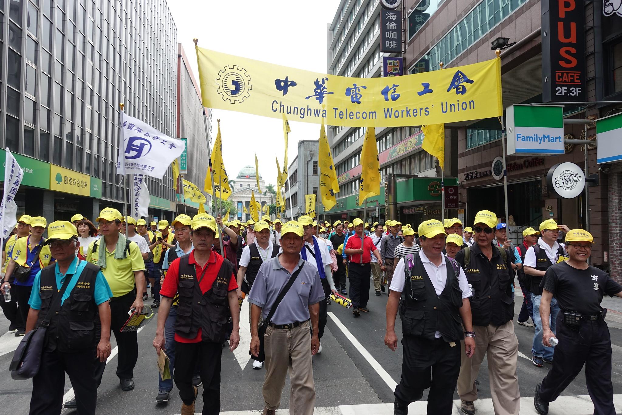 中華電信工會的隊伍。(攝影:張智琦)