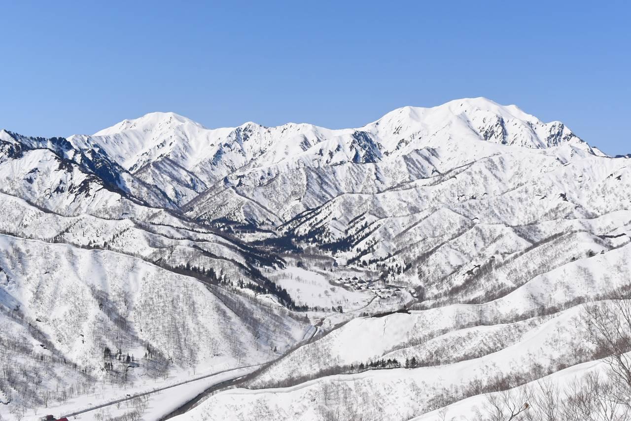 残雪の中ノ岳~越後駒ヶ岳