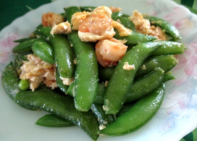 Snap peas with prawns & egg 1