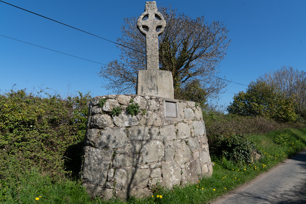 HIGH CROSS NEAR TULLY CHURCH 004