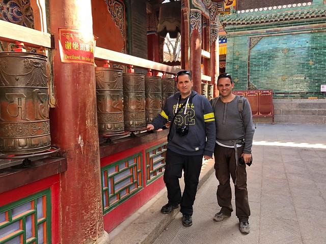 Sele e Isaac en el monasterio Kumbum (Qinghai, China)