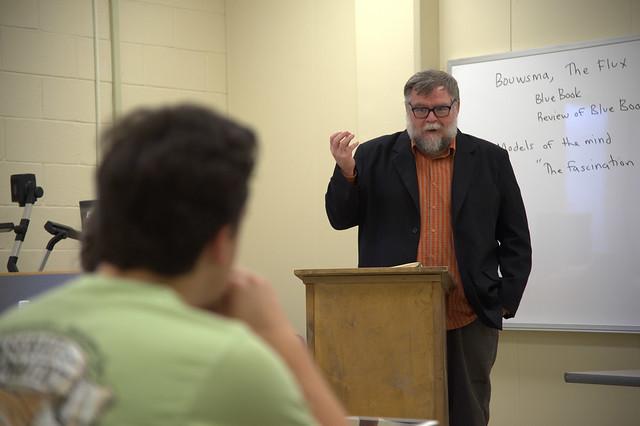 Kelley Dean Jolley teaches a class.