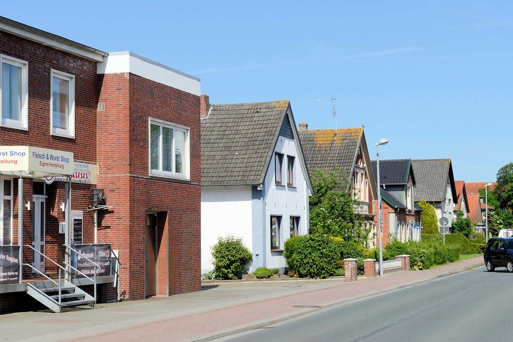 DSC_0339 Moderne Und Historische Architektur / Wohnhäuser Mit Satteldach In  Der Butjadinger Straße Von Burhave.