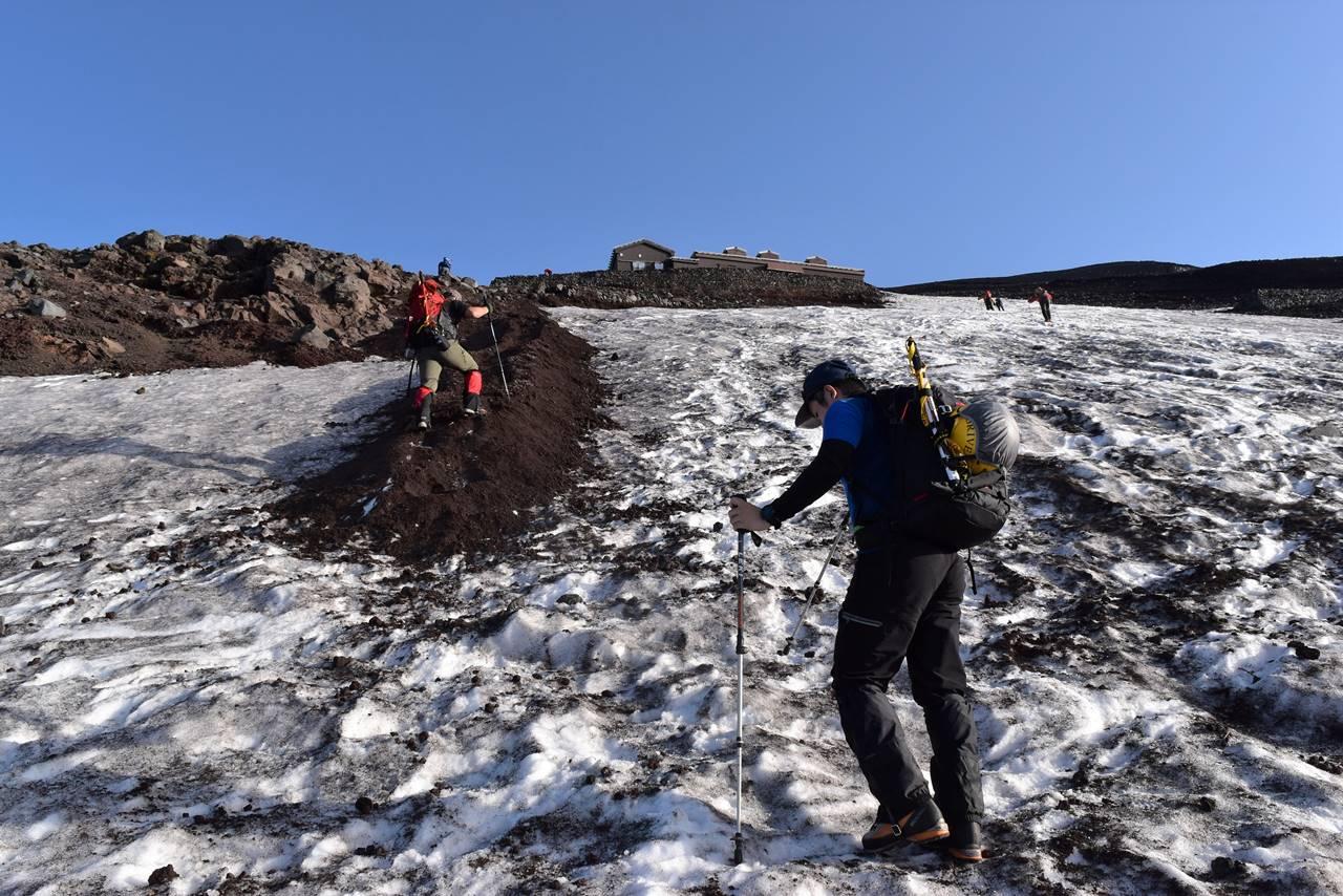 残雪の富士登山