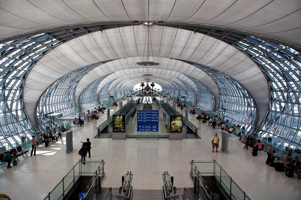 Transsolar 工程師在泰國曼谷機場的運用cloudscape的設計概念來節省空調使用。圖片來源:Nomad YC(CC BY-NC-ND 2.0)