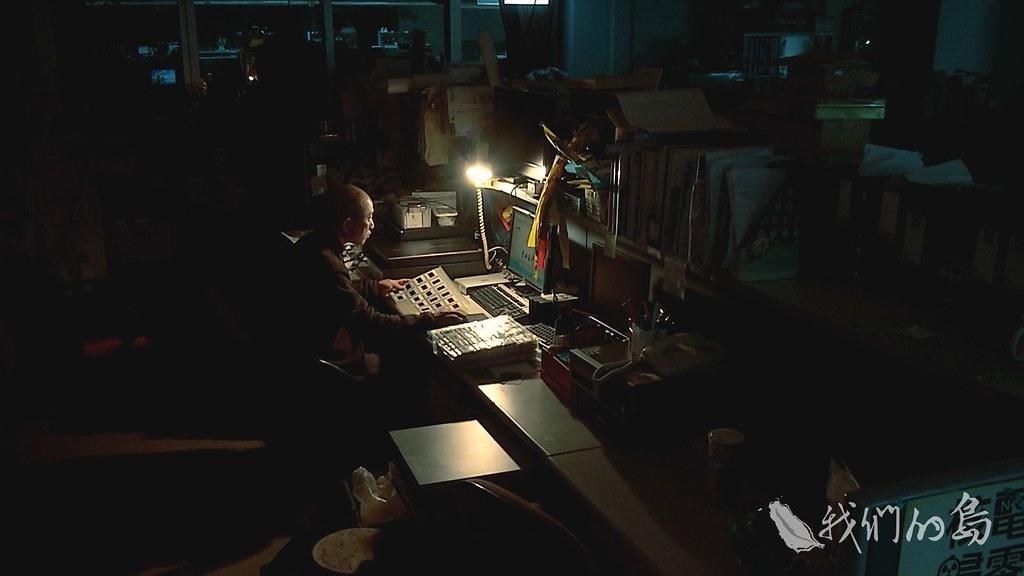 959-03s柯金源導演花了很多時間在找資料照片與畫面,每天都找到很晚很晚。