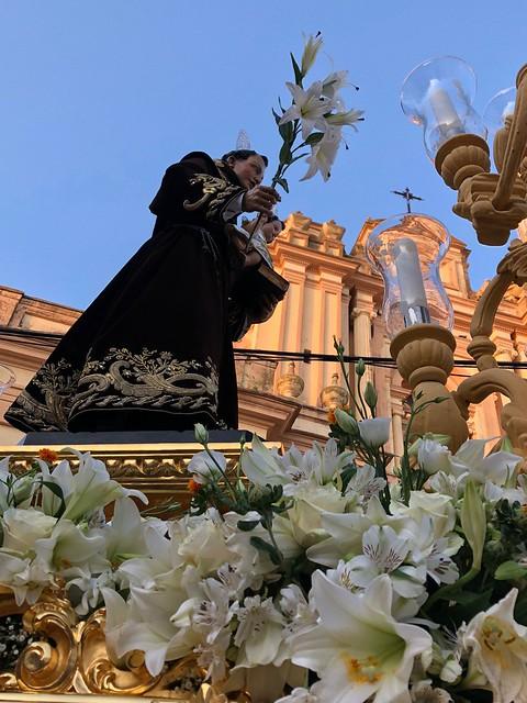 AionSur 41892605725_dc74bfa6bd_z_d San Antonio sale arropado por su pueblo que lo siente como patrón Arahal Semana Santa