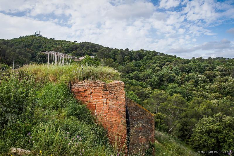 Muro de contención de Can Valldaura y Turó de Valldaura