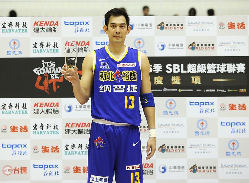 呂政儒獲選年度MVP。(籃協提供)