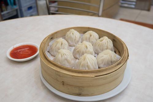 來到上海舖必吃小籠包