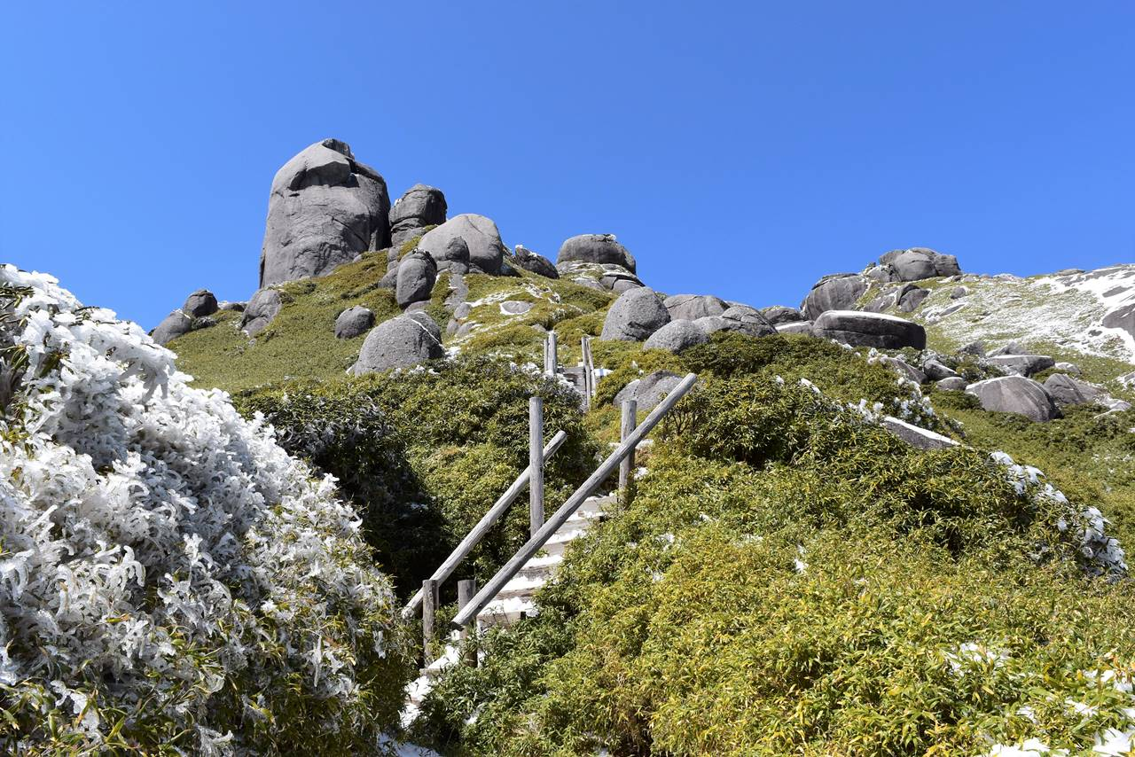 永田岳の巨岩