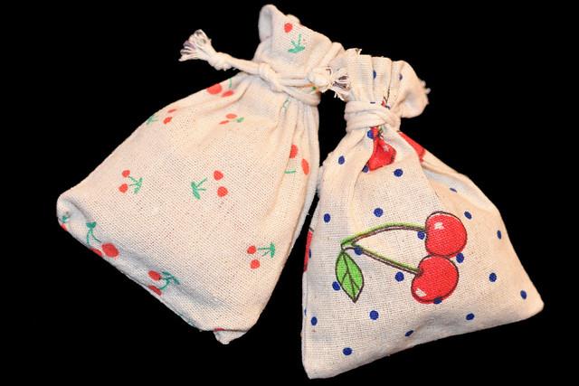 Ostern 2018 ... Kleines Geschenk: Leinensäckchen mit Bio-Lavendelblüten gefüllt ... Foto: Brigitte Stolle