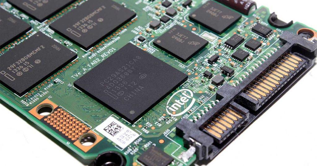 Los SSD van a ser más grandes gracias a las memorias NAND QLC de Intel y Micron