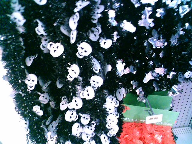 Aprovecha la misma guirnalda para muertos y para navidad - Guirnalda de navidad ...