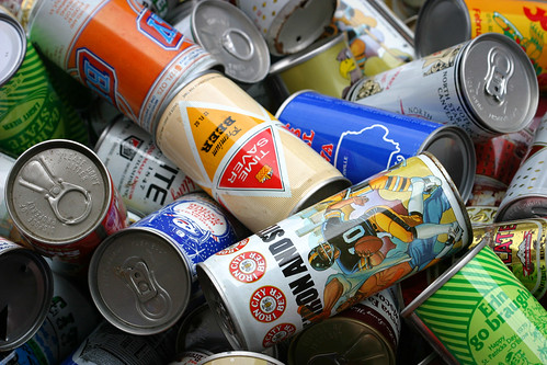 vintage beer cans | by tubes.