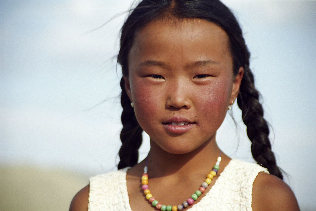 Mongolian Girl | Mongolia | Leonid Plotkin | Flickr: https://www.flickr.com/photos/_leonid/281769912