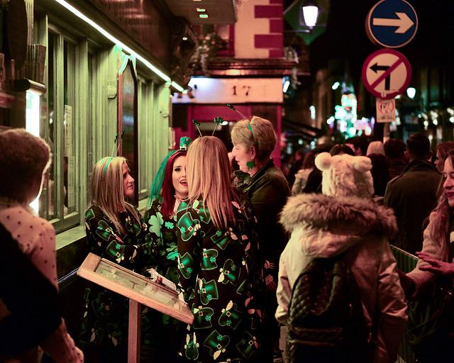 Animadas calles de Temple Bar en el centro de Dublín