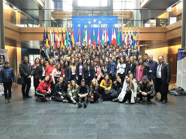 lykeio-meta-tis-vrykselles-kai-sto-strasvoyrgo-ta-ekpaideftiria-panou-gia-tin-idrysi-tou-european-student-council