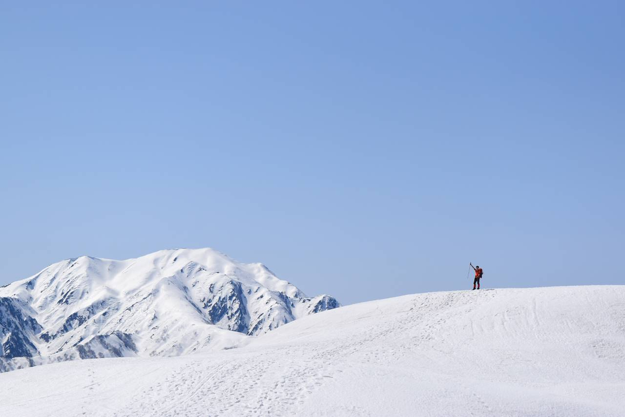 雪の越後駒ヶ岳の展望
