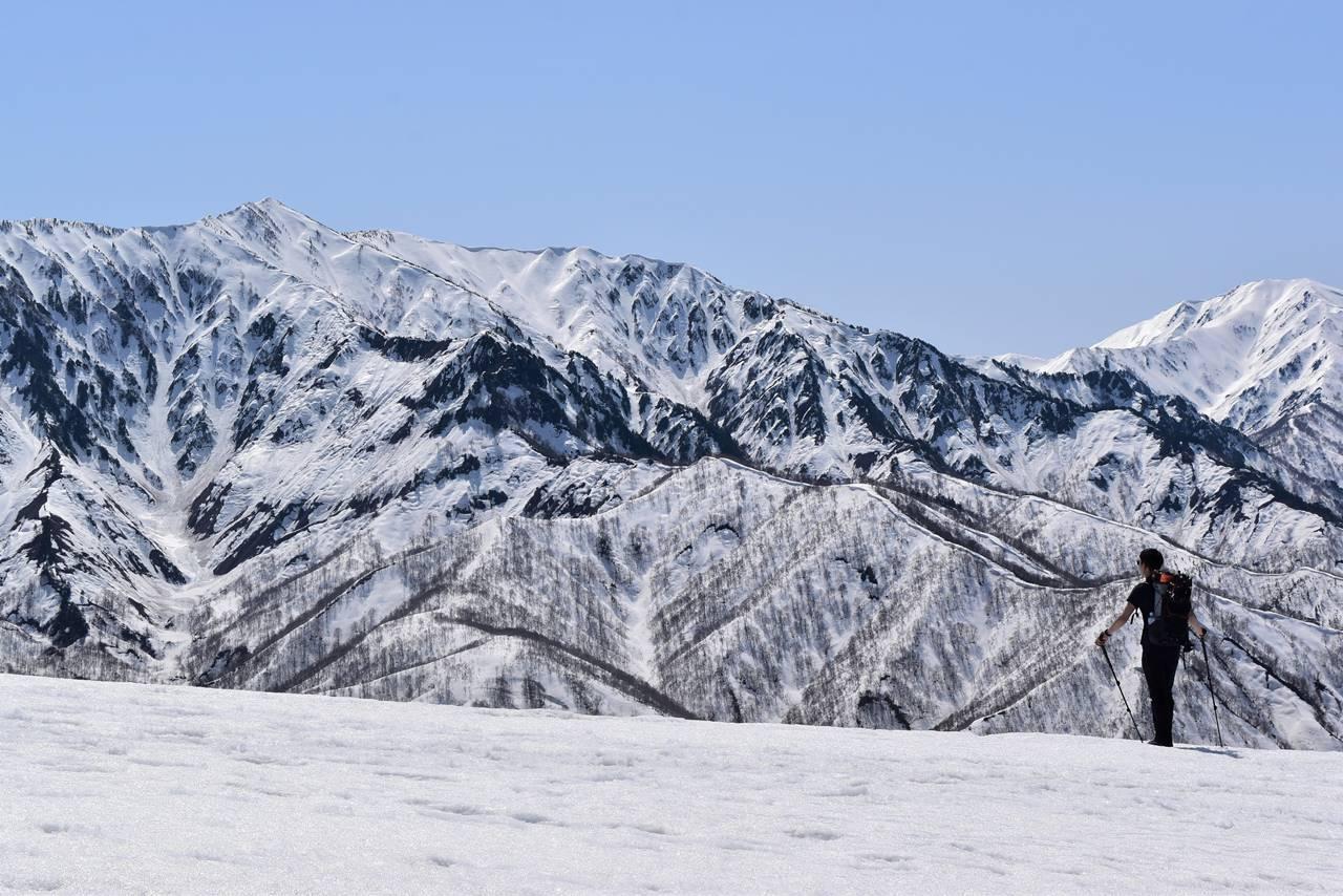残雪の日向倉山登山 荒沢岳の展望