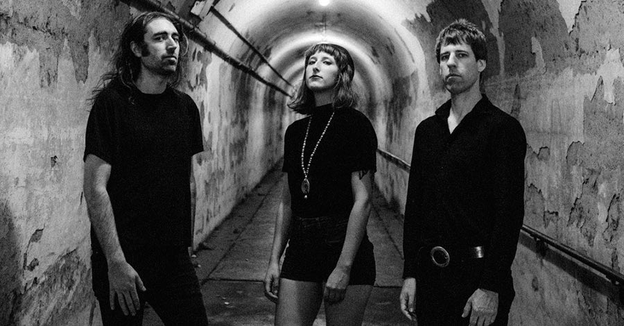 "A Place To Bury Strangers lanzan nuevo single y video: ""Frustrated Operator"""