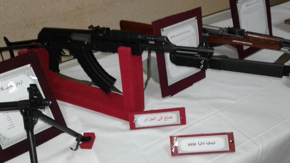 الصناعة العسكرية الجزائرية  [ AKM / Kalashnikov ]  - صفحة 2 42133023624_b70df5f1f4_o