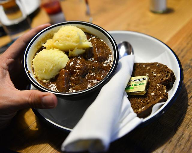 Carne en salsa de cerveza Guinness de la fabrica de cerveza de Dublín