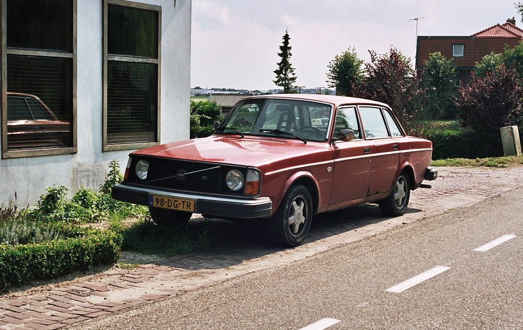 Car spotting: 1976 Volvo 244 GL   Not in perfect condition a…   Flickr