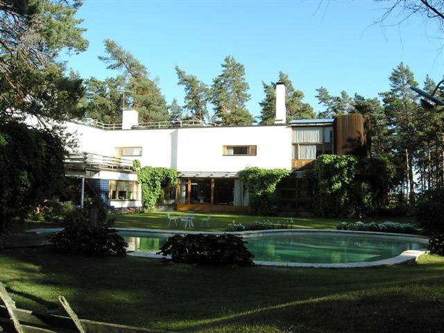 Villa Mairea (swimming pool) | A rear view of Alvar Aalto ...