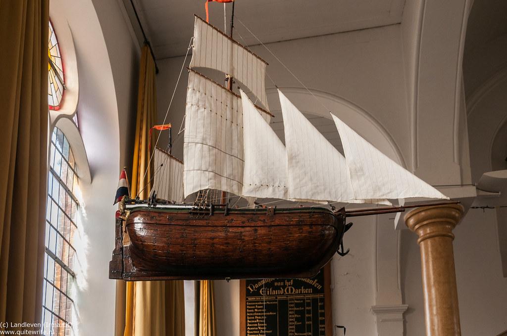 Marken Hervormde Kerk interieur | Een van de scheepsmodellen… | Flickr