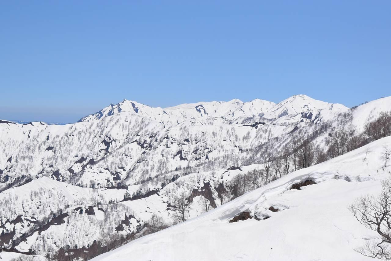 日向倉山から見る毛猛山塊~守門岳