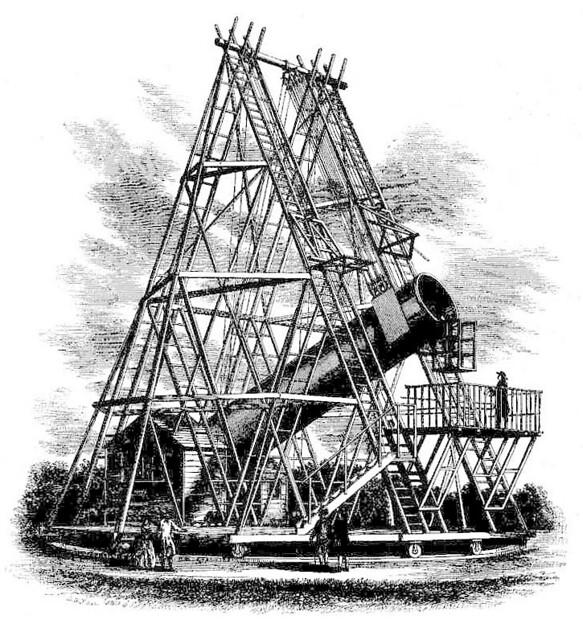 VCSE - William Herschel 122 cm-es (48 hüvelykes) távcsöve. W. Herschel sok távcsöve közül ez volt a legnagyobb. Azimutális szerelésű volt, az észlelő a távcső elején lévő platformon tartózkodott, egyébként két segéd mozgatta a műszert kötélzet segítségével. Óragépe természetesen nem volt. 1785-1789 között építették. Ógy tartják, hogy ezzel a műszerrel fedezte fel Herschel a Szaturnusz két holdját, a Mimas-t és az Enceladus-t. 50 évig a világ legnagyobb távcsöve volt, 1840-ben szerelték le. Észleléseket azonban csak 1787-1815 között végeztek vele. A ferdetükrös rendszerű távcső fénygyüjtő képessége és különösen az állványzat esetlensége miatt nem jelentett ez a műszer előrelépést a korábbi, kisebb távcsövekhez: Herschel majdnem mindent látott 20 cm körüli műszereivel, amit ez a nagy távcső megmutatott. A távcsövet egyébként III. György király finanszírozta, a 4000 - akkori - fontos költségek kifizetésével.