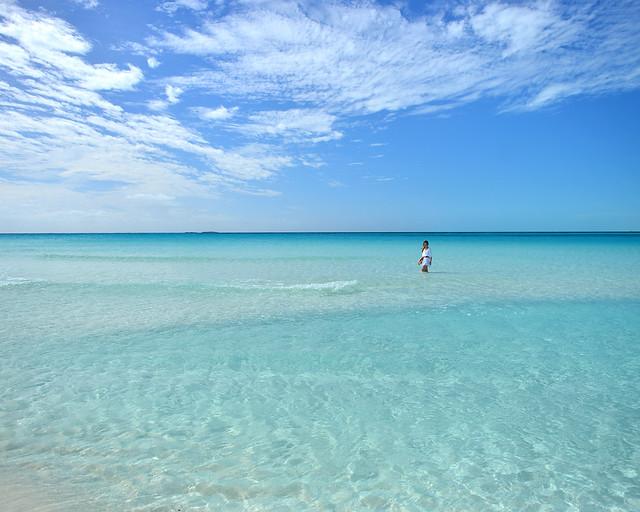 Aguas paradisíacas de una de las mejores playas donde ir en Cuba