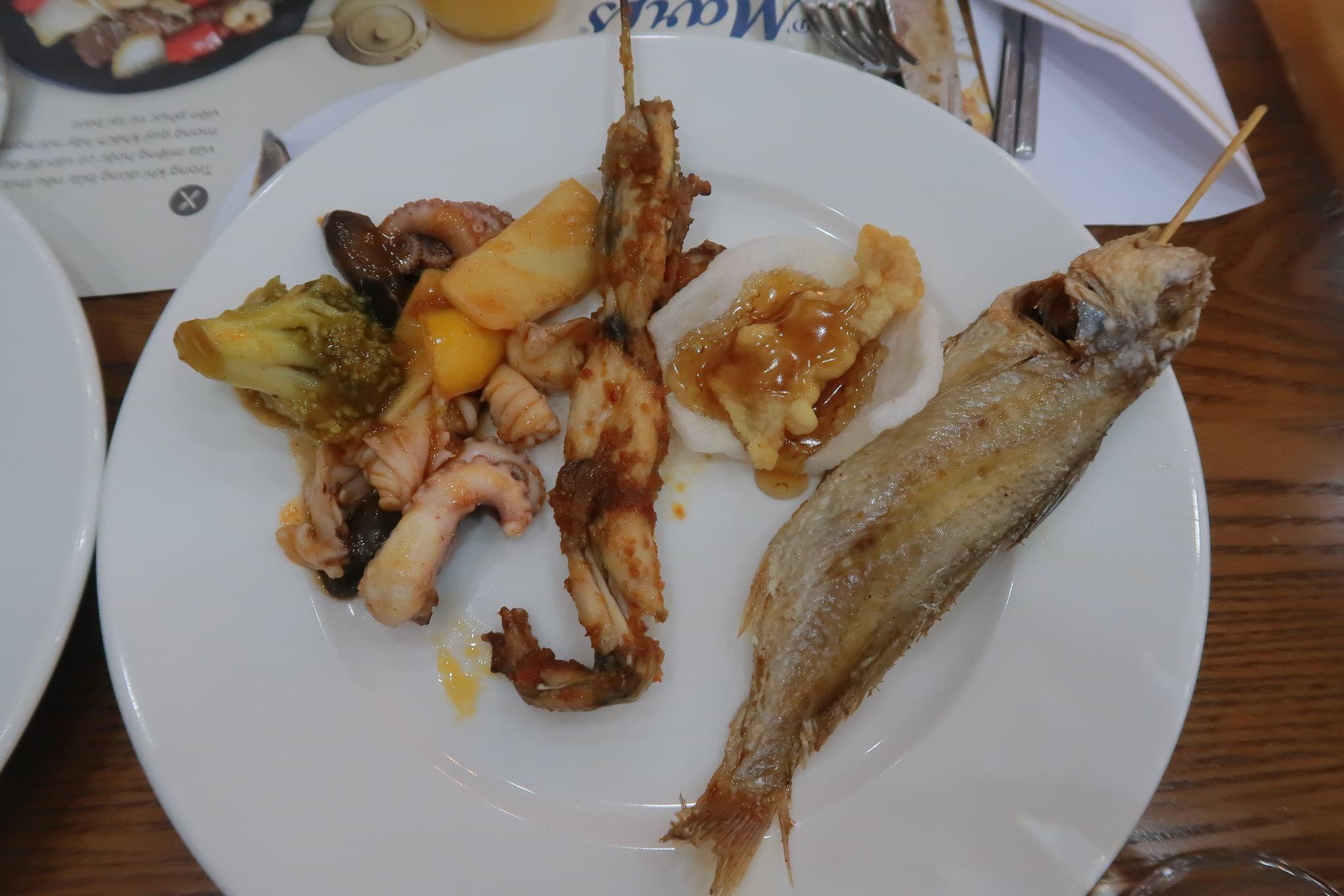 Cá nướng, ếch nướng, bạch tuột nướng các thể loại nè D'maris Buffet