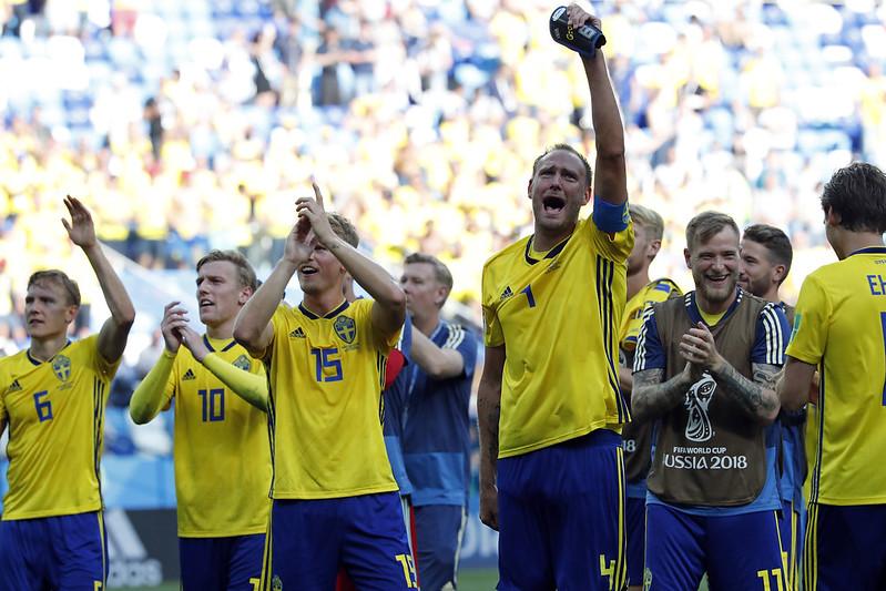 瑞典慶祝擊退南韓,終結長達60年開幕戰出師不利的魔咒。(達志影像)