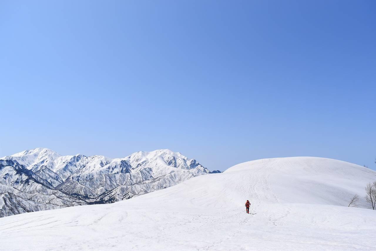 残雪の日向倉山 雪の稜線天国