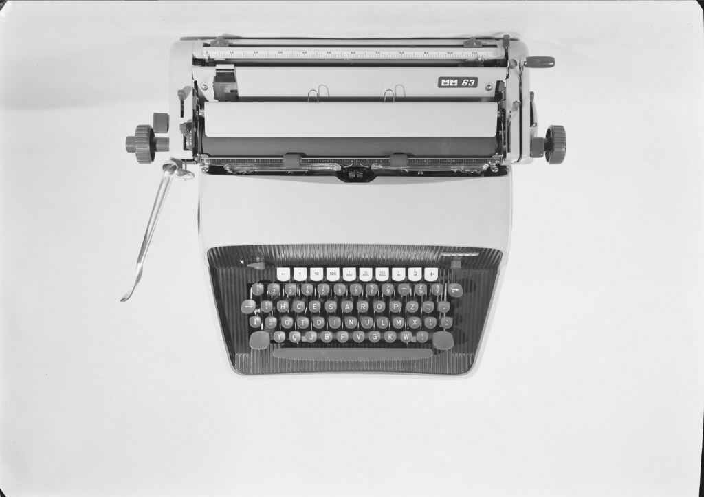 Máquina de escrever, Messa (M. Novais, s.d.)