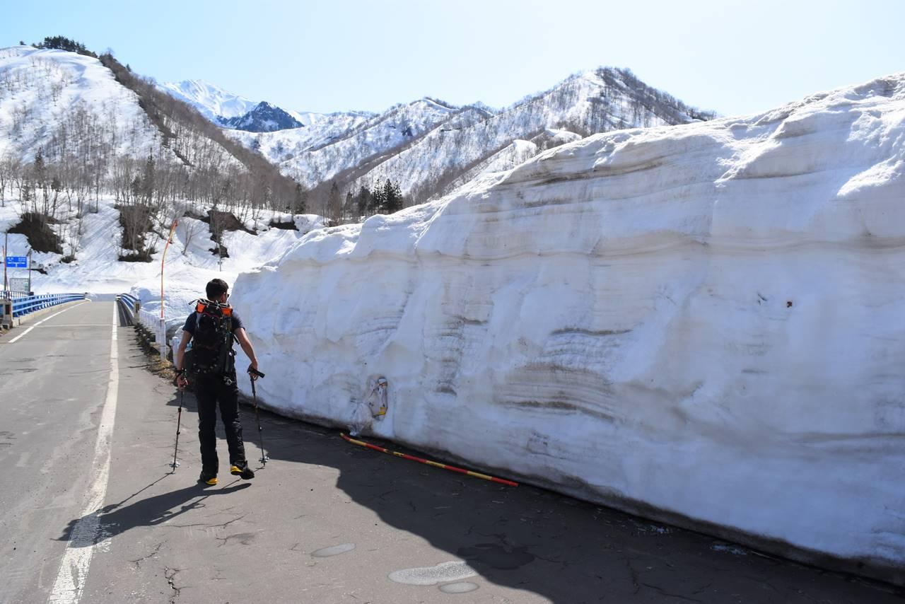 日向倉山 登山道入り口の積雪量