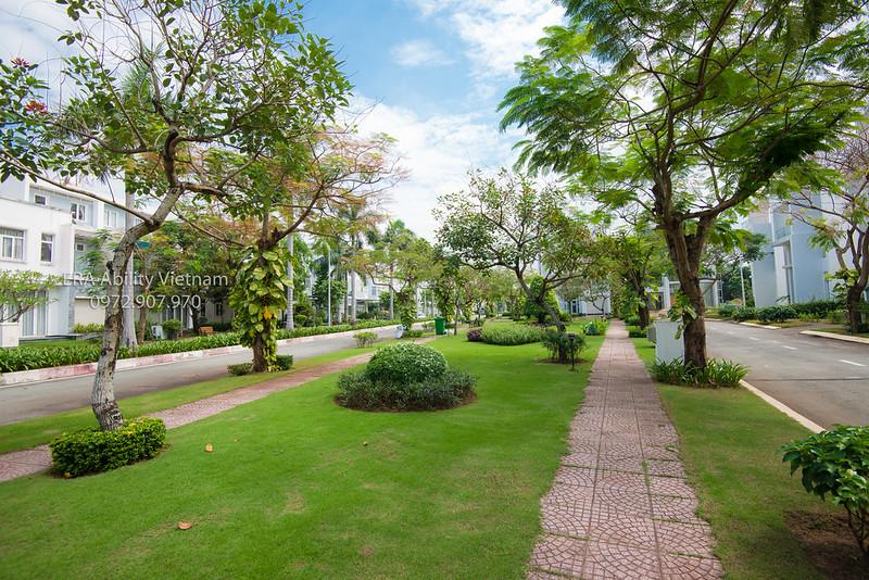 Mảng công viên cây xanh bao phủ Villa Park