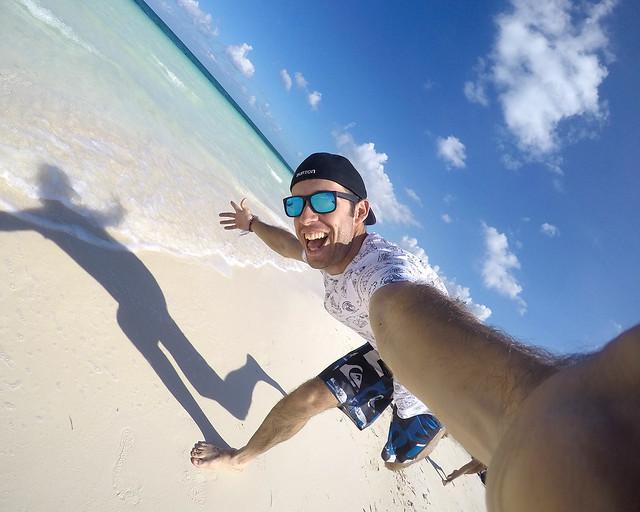 Corriendo por la playa de Cayo Levisa, de los cayos más bonitos de Cuba