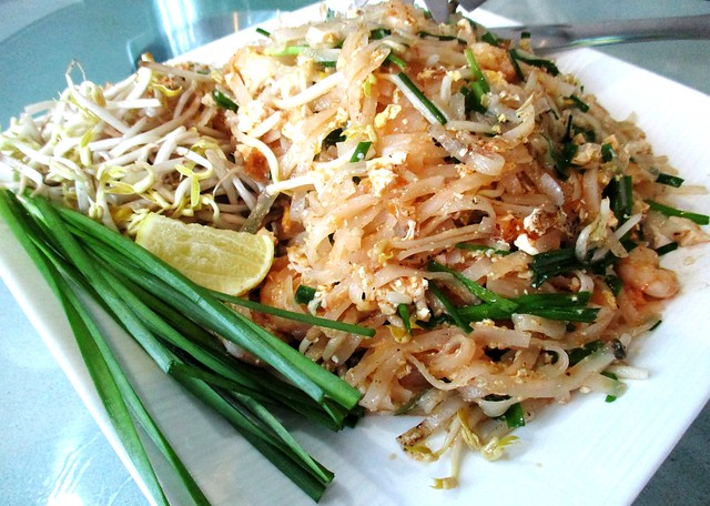 Flavours Thai Kitchen phad Thai
