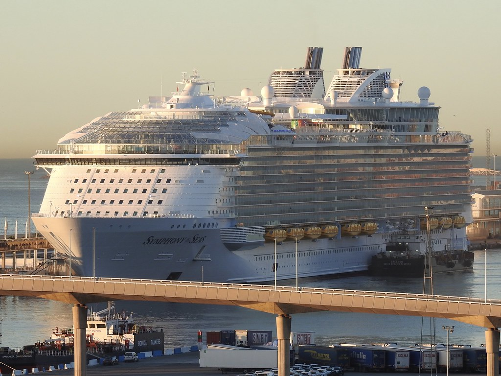 World Biggest Cruise Ship Symphony Of The Seas In The Port