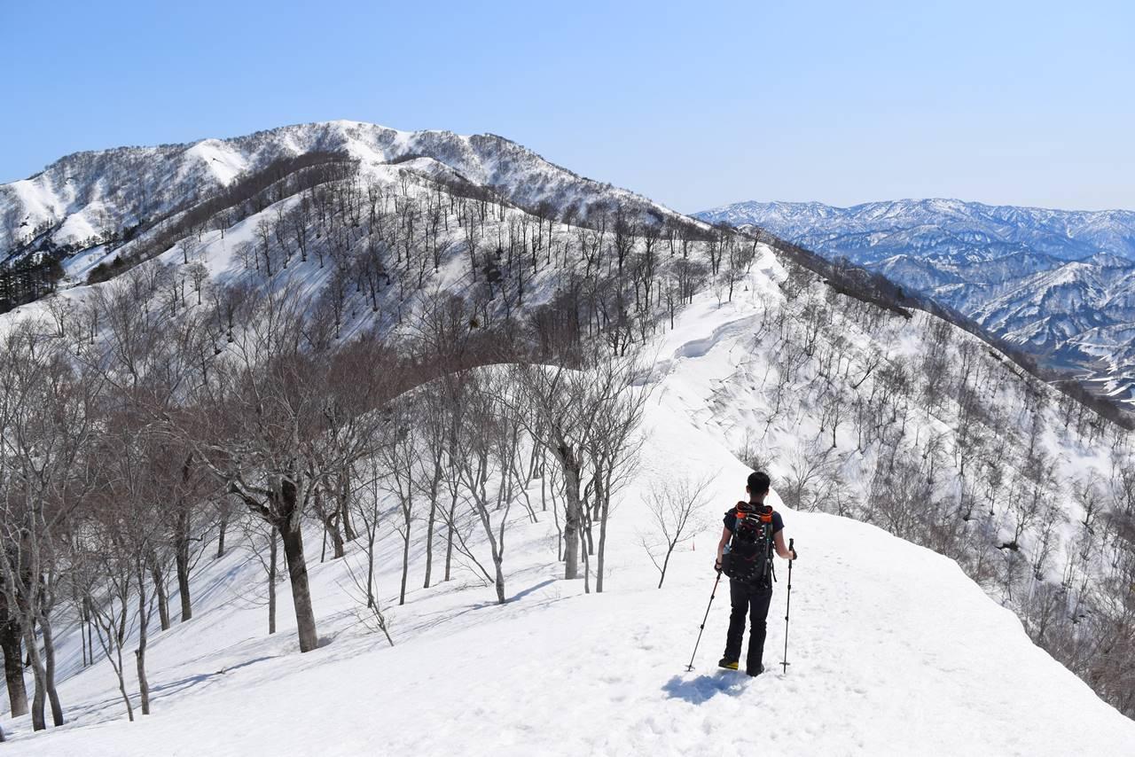 残雪の日向倉山 日帰り雪山登山