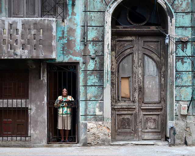 Una de tantas fachadas en La Habana