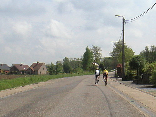 cyclists using the road instead of bike path | by sceptisch