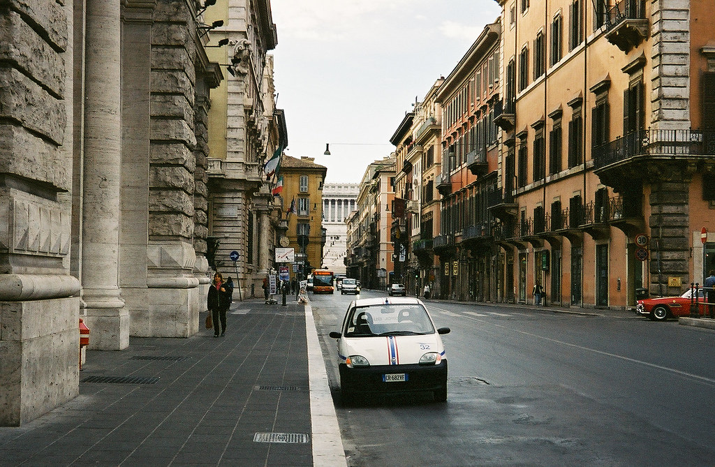 Via del corso a quiet sunday morning rome italy chris for Mac roma via del corso