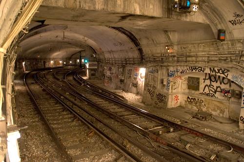 Paris Metro tunnel | George Chiramattel | Flickr: https://www.flickr.com/photos/georgeck/223222960/